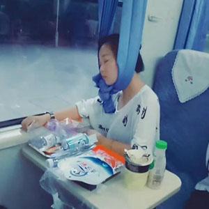奇葩!妹子,你这样睡觉真的好吗