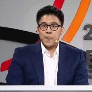 霍启刚为lol亚运会冠军颁奖视频