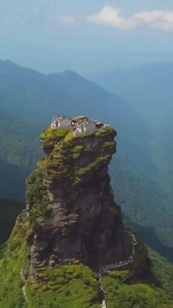 巍峨神圣的梵净山,风光无限