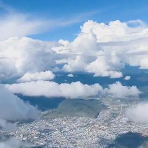 香格里拉的天空,大片大片的棉花云