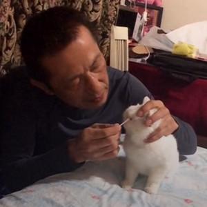 大爷对宠物讲土味情诗