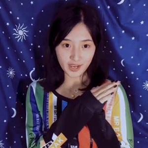 清华大学马艺妮美装视频遭网友吐槽