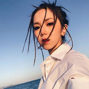 咪咕音乐节邓紫棋艾热合唱《光年之外》视频
