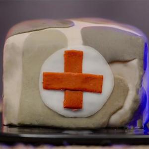抖音会唱饭的王小潮绝地求生急救包蛋糕做法视频