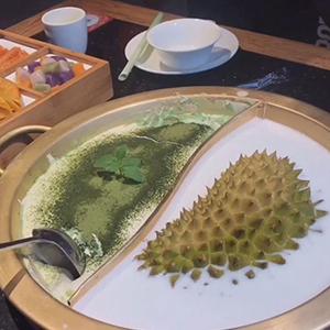 抹茶火锅搭配榴莲火锅 这样的鸳鸯锅你怕了吗