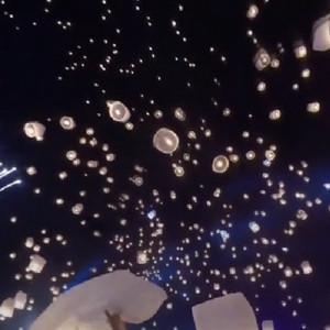 泰国清迈万人天灯节视频