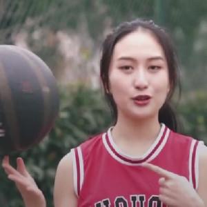 篮球少女教你十五秒内学会转球教学视频
