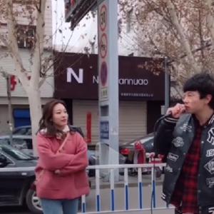 王鹏宇在努力抖音视频 王鹏宇街头唱听说