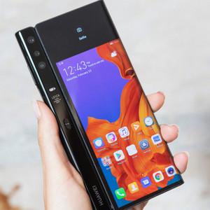 华为5G折叠屏手机Mate X展示视频