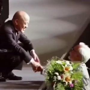 宫崎骏给久石让鲜花 现实版的伯牙与子期