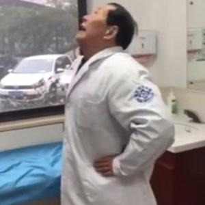 7旬老医生示范颈椎操 一夜爆红!