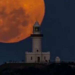 澳洲最东端拜伦湾灯塔月出美景视频